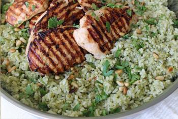 חזה עוף על אורז ירוק
