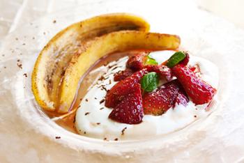 בננה ספליט – מתכון חורף עם תותים ושמנת