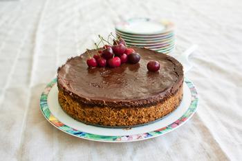 עוגת גבינה בקרם שוקולד וחמאת בוטנים