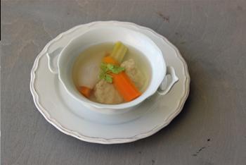 מרק צח צמחוני עם קניידלעך, לפסח
