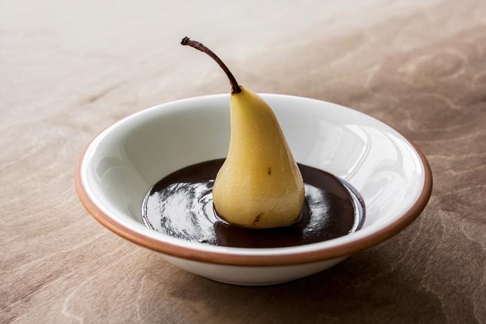 אורה קורן אגס ברוטב שוקולד 1